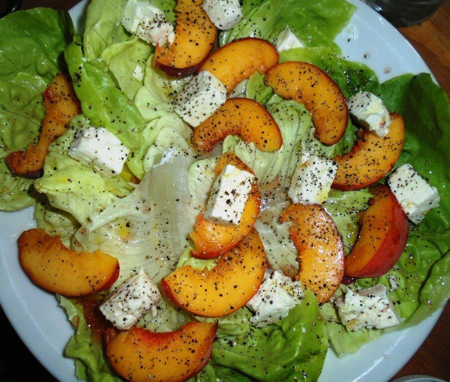 Feta-Pfirsich-Salat