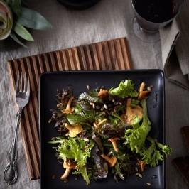 Salat mit gebratenem Pfifferlingen und Shrub! roter Zwiebel